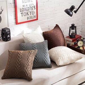 Декоративные подушки  вязанные