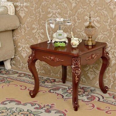Европейский  столик коричневого цвета