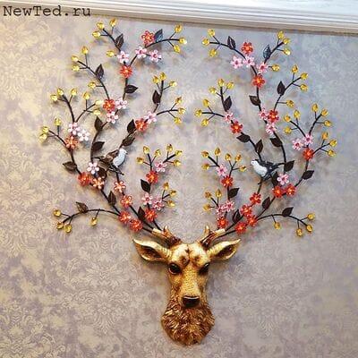 Интерьерное панно голова оленя в цветах