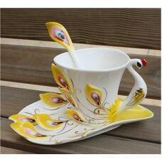 Чашка павлин в магазине