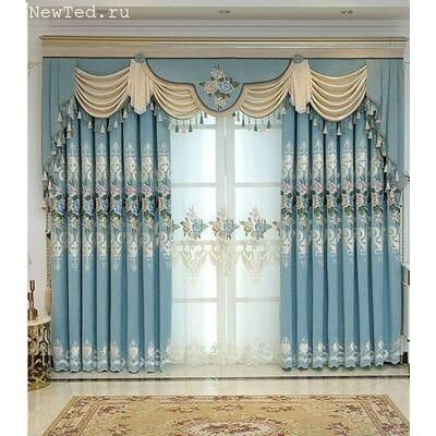 Голубые шторы с вышивкой