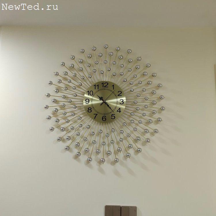Часы со стразами настенные золото