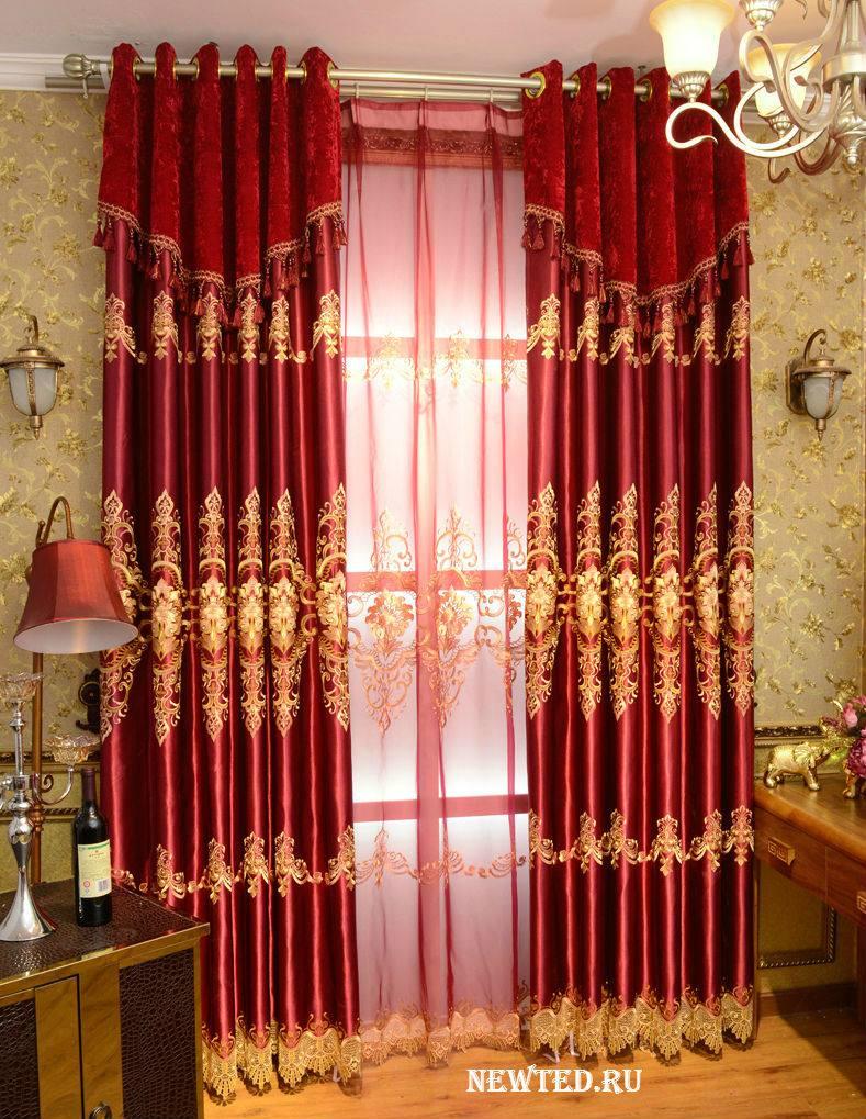 Красного цвета шторы в дом